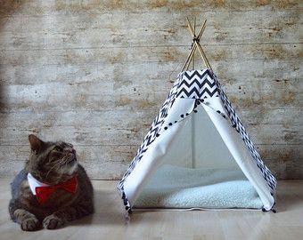 Perro de tipi tipi gato con almohada-cobre y por HipTepeeHooray