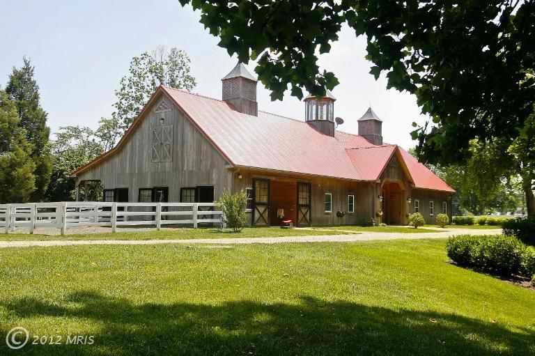 Salt Water Living Room - sweet barn