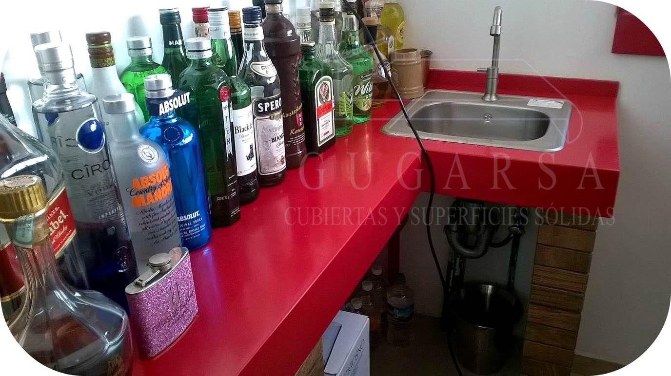¡¡Felices Fiestas Patrias México!! A celebrar con una elegante Barra para bar de superficie sólida en color Rojo con tarja de sobreponer de acero inox. www.gugarsa.com.mx / ventas@gugarsa.com.mx