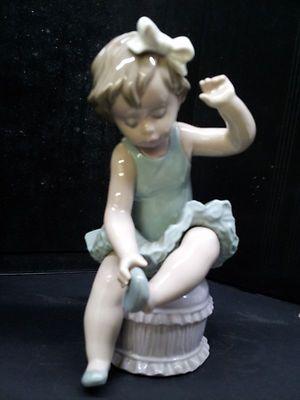 Lladro Porcelain Figurines,Mint Lladro #5107 Ballet Girl W/Slippers