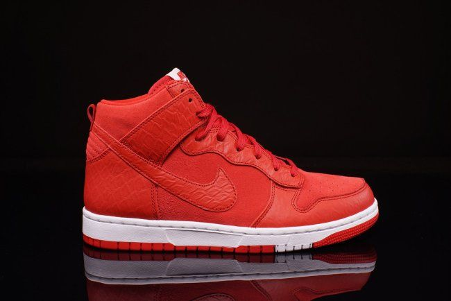 promo code 39d42 b302a A detailed look at the University RedWhite Nike Dunk High CMFT, style
