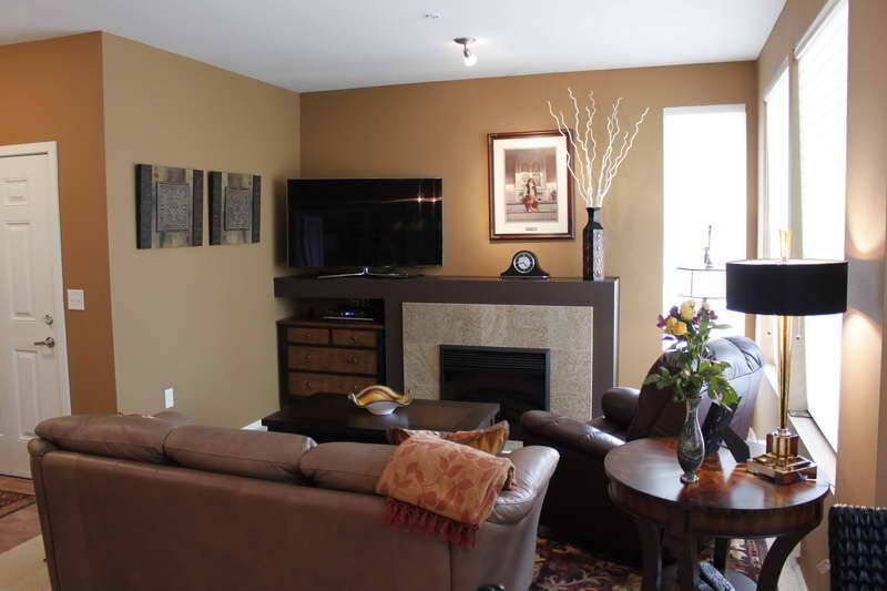 Paint Colors For Small Living Rooms Small Condo Living Room Ideas Jpg 800 533 Condo Living Room Living Room Paint Inspiration Living Room Color