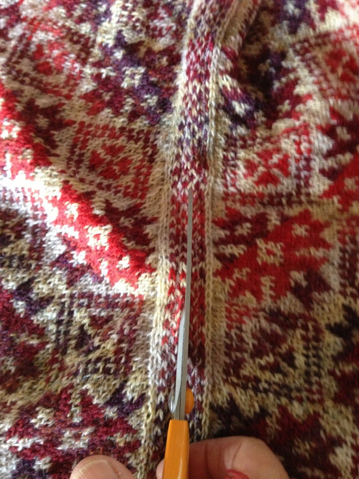 Madam Munch: Borten på et mønstersjal. How to knit the side borders on astranded knitted shawl