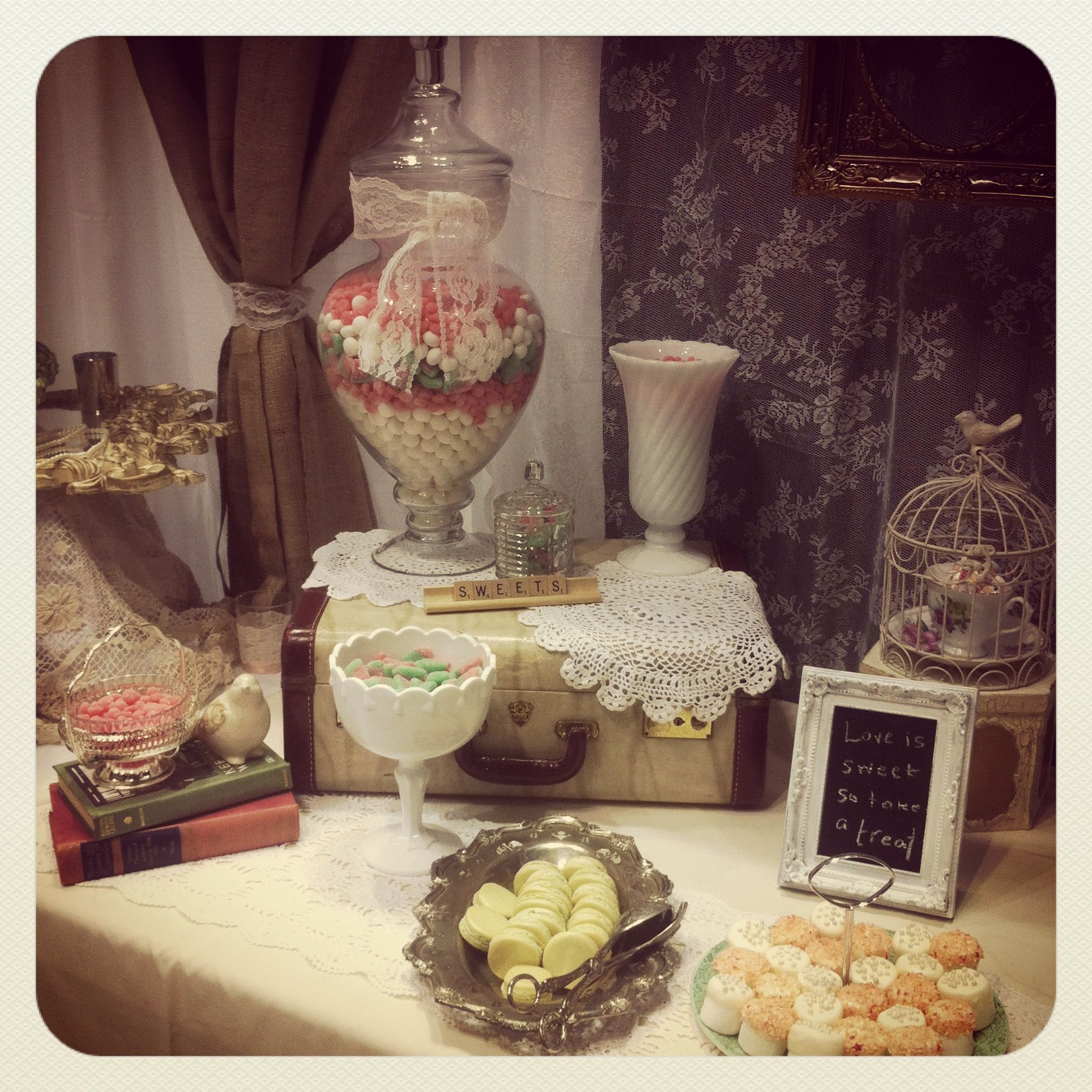 29 Wedding Cakes With Vintage Vibes: Vintage Candy Buffet Theme Styled By Mashed #mashedevents