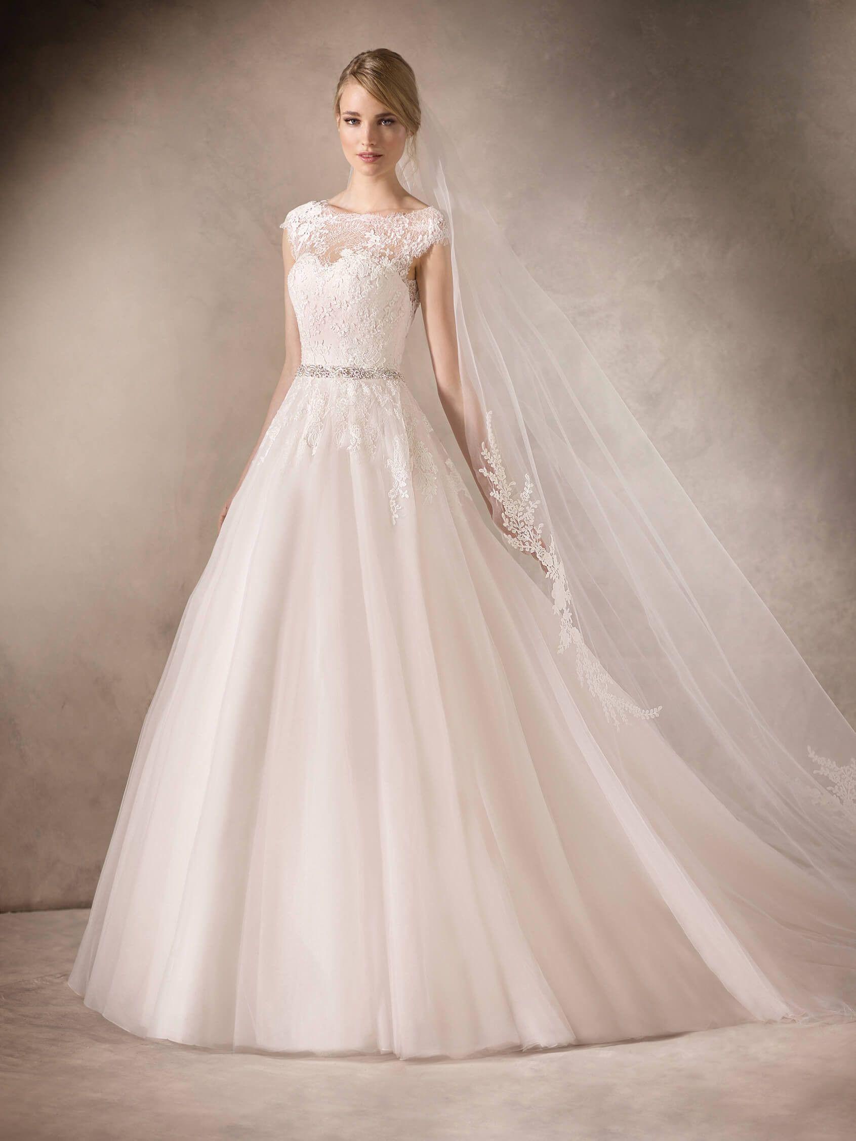 HADARA ist ein Brautkleid im Prinzessin-Stil mit Tüllrock und ...