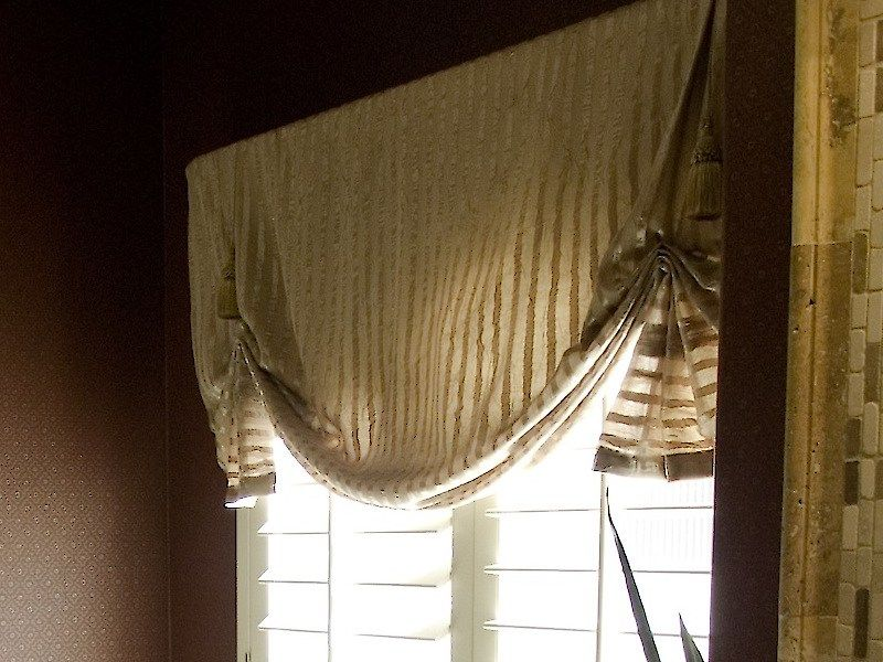 15 Minute Window Valance And Diy Coordinating Accessories Hgtv Pom Pon Play Spa Fabric Waverly Diy Valance Kitchen Window Valances Window Valance Diy