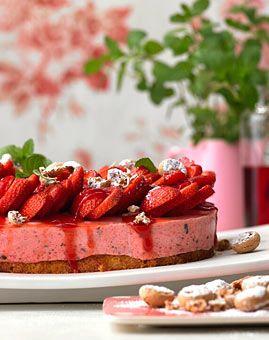 Erdbeer-Campari-Torte - Erdbeeren: Süßes, Getränke & Pikantes - [LIVING AT HOME]