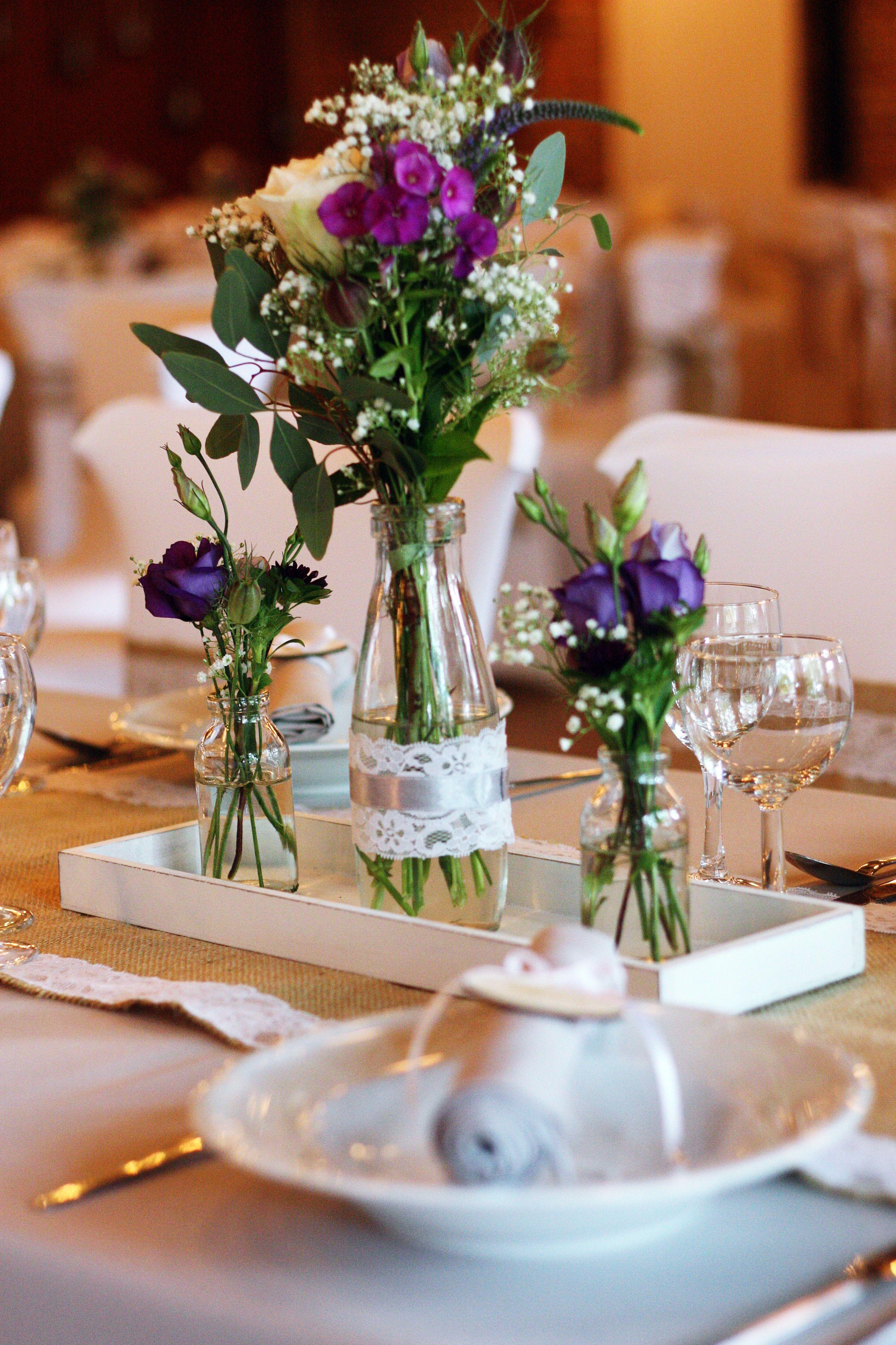 Tischdekoration Hochzeitsdekoration Graue Tischdecken Vintage Jutelaufer Lila Blumen Sp Hochzeit Deko Tisch Hochzeitsdekoration Tischdekoration Hochzeit Blumen