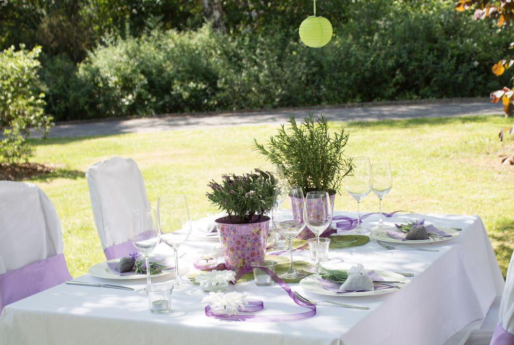 Fliedertöne Und Sommerliche Pflanzen Bestimmen Die #Tischdeko    Meine Hochzeitsdeko.de