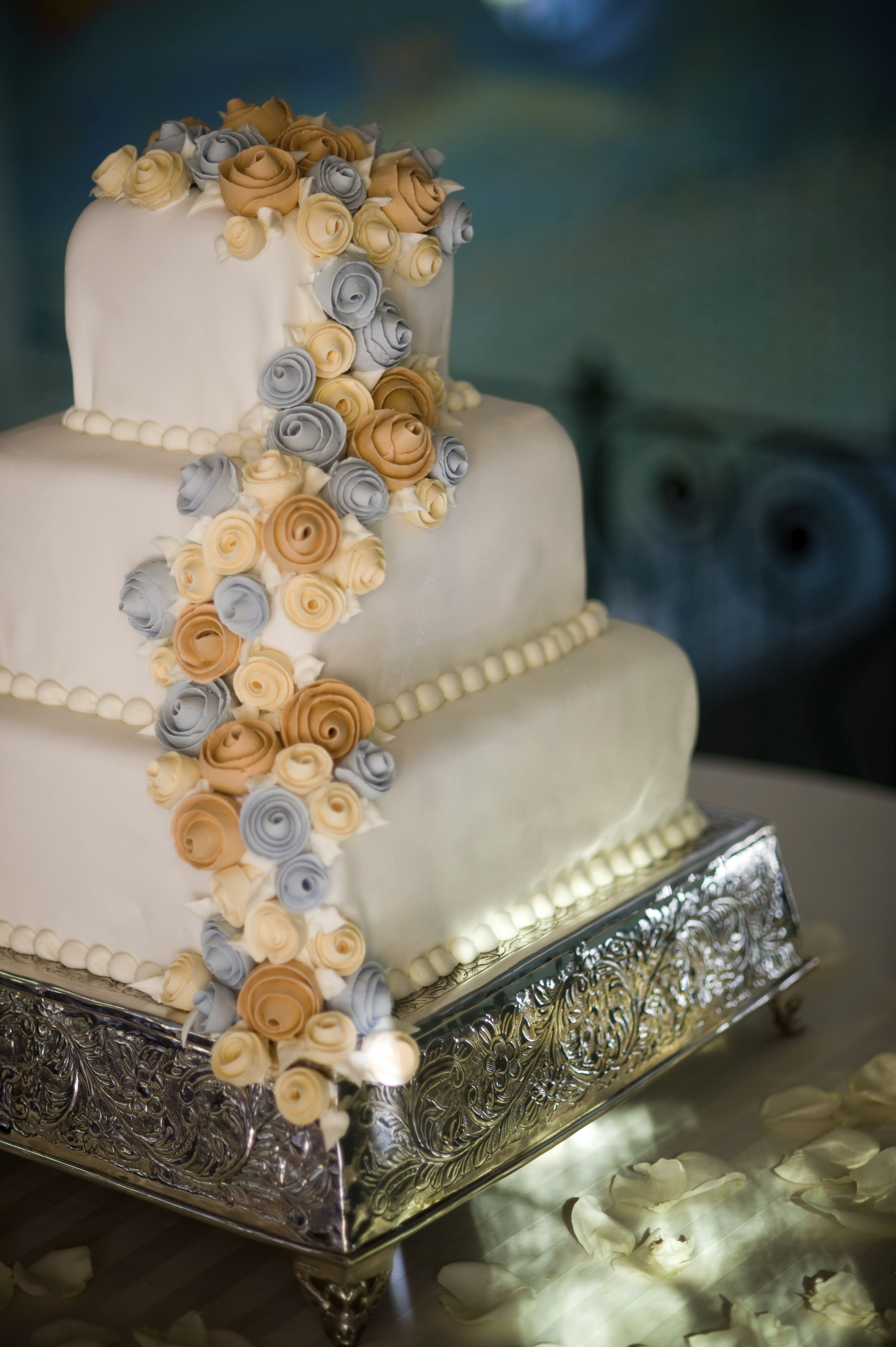 Dream Your Perfect Wedding Cake At The Golden Nugget
