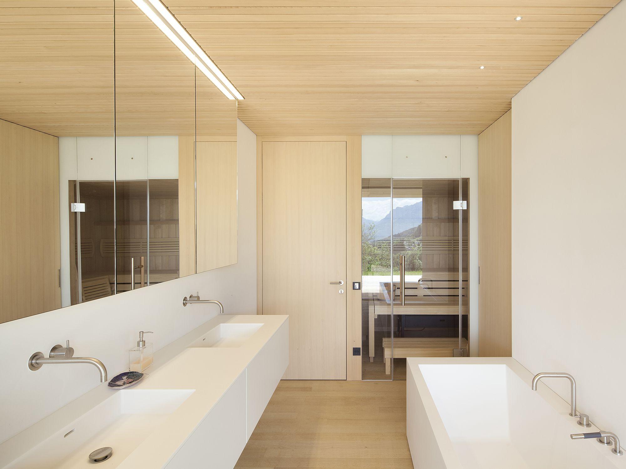 Haus B Dafins At Dietrich Untertrifaller Architekten Mit Bildern Haus Badezimmer Design