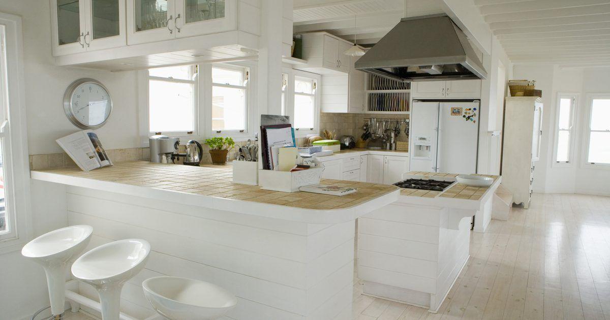 La fuerza del MDF contra la del aglomerado. El aglomerado y el MDF se utilizan para todo, desde las encimeras de la cocina en los hogares hasta los estantes. Sin embargo, a menos que seas un ebanista casero, no puedes saber qué superficie hay debido a la pintura, al azulejo, a las chapas de madera o a los laminados que a menudo cubren ambos materiales. El aglomerado y el MDF se utilizan ...