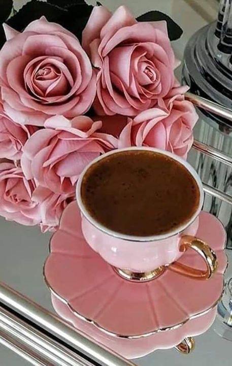حين يأتي الصباح بعبق رائحة القهوة وبوجود من نحب يمضي اليوم كالنسيم فلا تشعر الا وعقارب الوقت مضت واخذت معها أجمل Good Morning Coffee Sweet Coffee Coffee Time