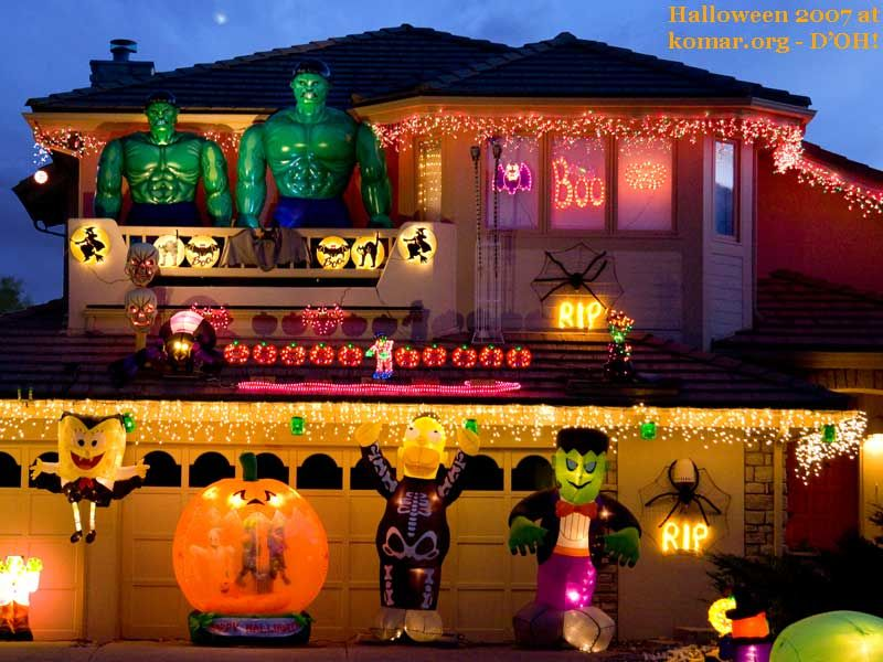 Amazing Pretty Outdoor Halloween Lights | Cartoonish Halloween House 11 Craziest  Halloween Decorated Homes