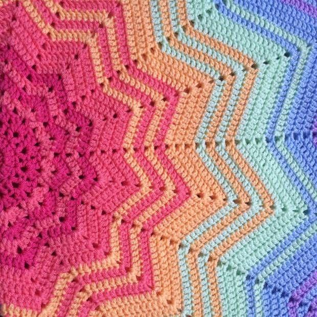 Rainbow Star Blanket www.patternpiper.com #crochet #crochetrainbow ...