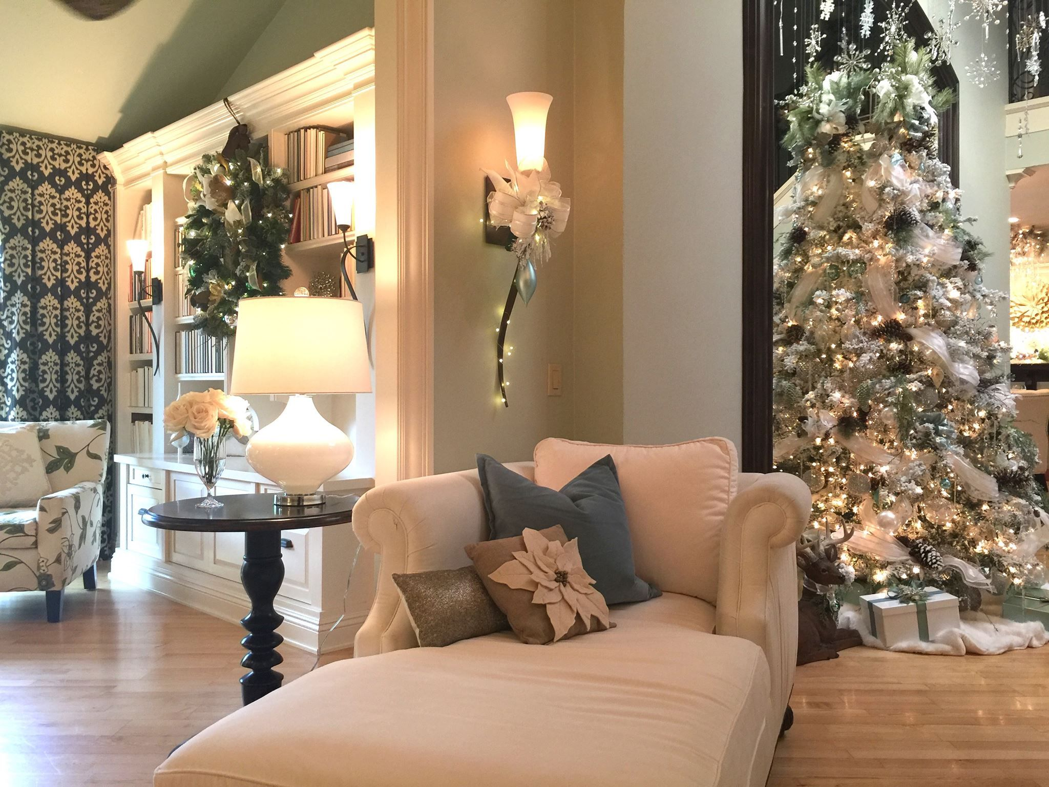 Gorgeous Christmas Decorating Rebecca Robeson