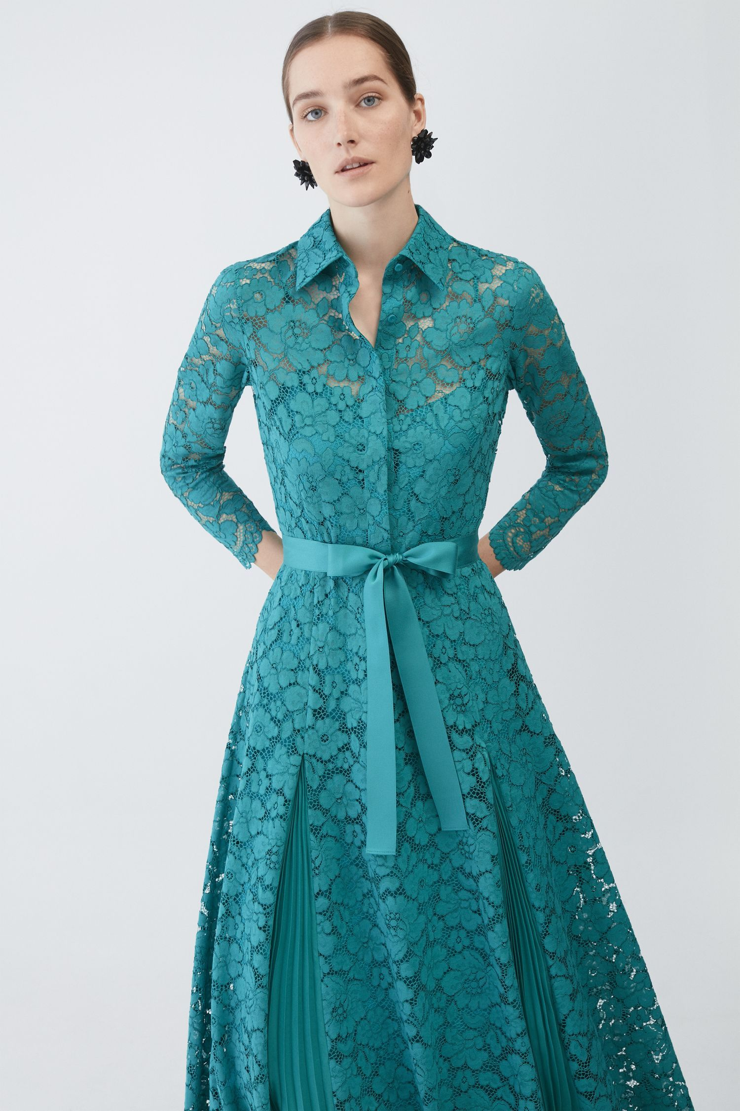 Vestido De Encaje Con Godets Plisados Azul Turquesa
