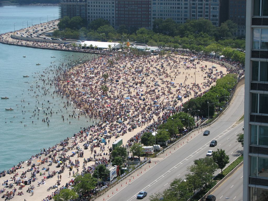 Chicago Oak Street Beach During The Summer This Area Can Be So Crowded But If You Find Right Time Of Year It Give A Beautiful Outdoor