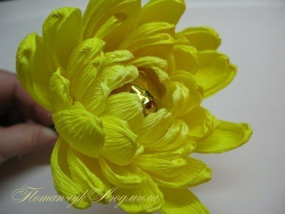 Хризантема из гофрированной бумаги своими руками с пошаговым фото