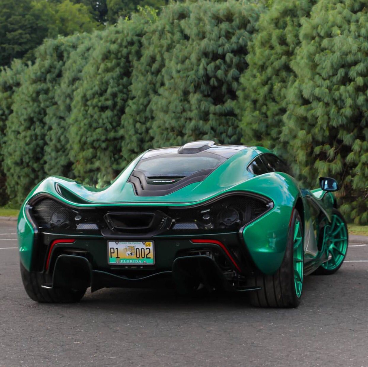 Mclaren P1 Painted In Emerald Green W Exposed Dark Green Carbon Fiber Photo Taken By Northeastmotorcars On Instagram Mclaren P1 Mclaren Carbon Fiber
