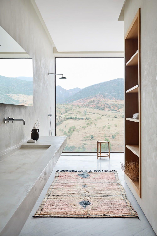 #modernearchitektur #minimalismus #designerbad #entworfen #ausblick #moroccan #studioko #interior #badideen #designed #fenster #studio #french #beton #villaMoroccan Villa Designed by French Studio KO Was für ein - von Studio KoWas für ein - von Studio Ko #interiordesignkitchen