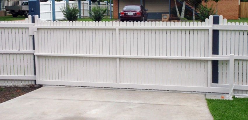 Fencing Contractor FIRST CLASS - Timber Fence - Colorbond - Privacy Fencing | JRS Timber Fencing