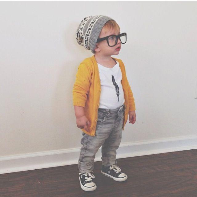 gelbe strickjacke auf grauer jeans styling ideen pinterest baby kind mode und kinder. Black Bedroom Furniture Sets. Home Design Ideas