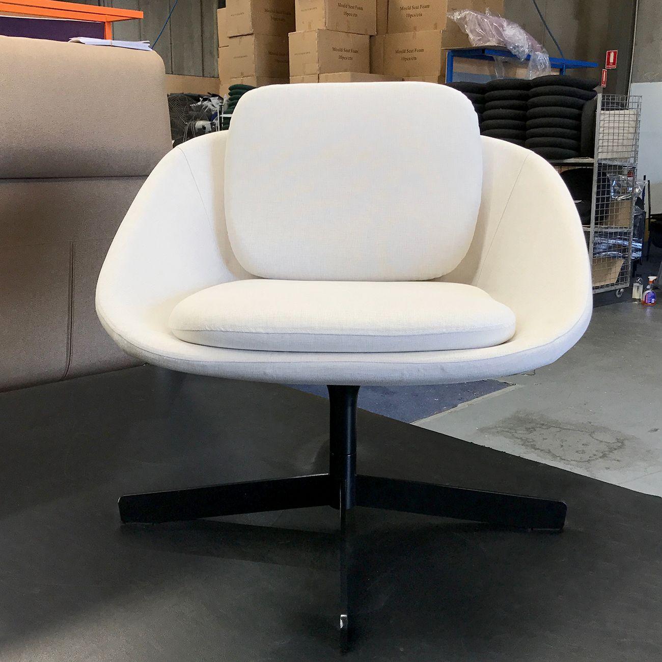 A Beautiful White Squaro With An Elegant Black Rotating Base Fineseat Furniture Furnituredes Black Office Chair Best Office Chair Office Chairs Australia