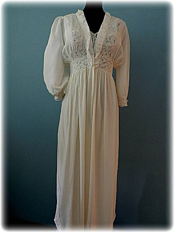 4c3768051 1940 s Vintage Old Hollywood Bridal Peignoir Set by Country Lane ...