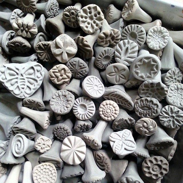 keramikstempel selber machen selbstgemachte keramik pinterest keramik t pferei und. Black Bedroom Furniture Sets. Home Design Ideas