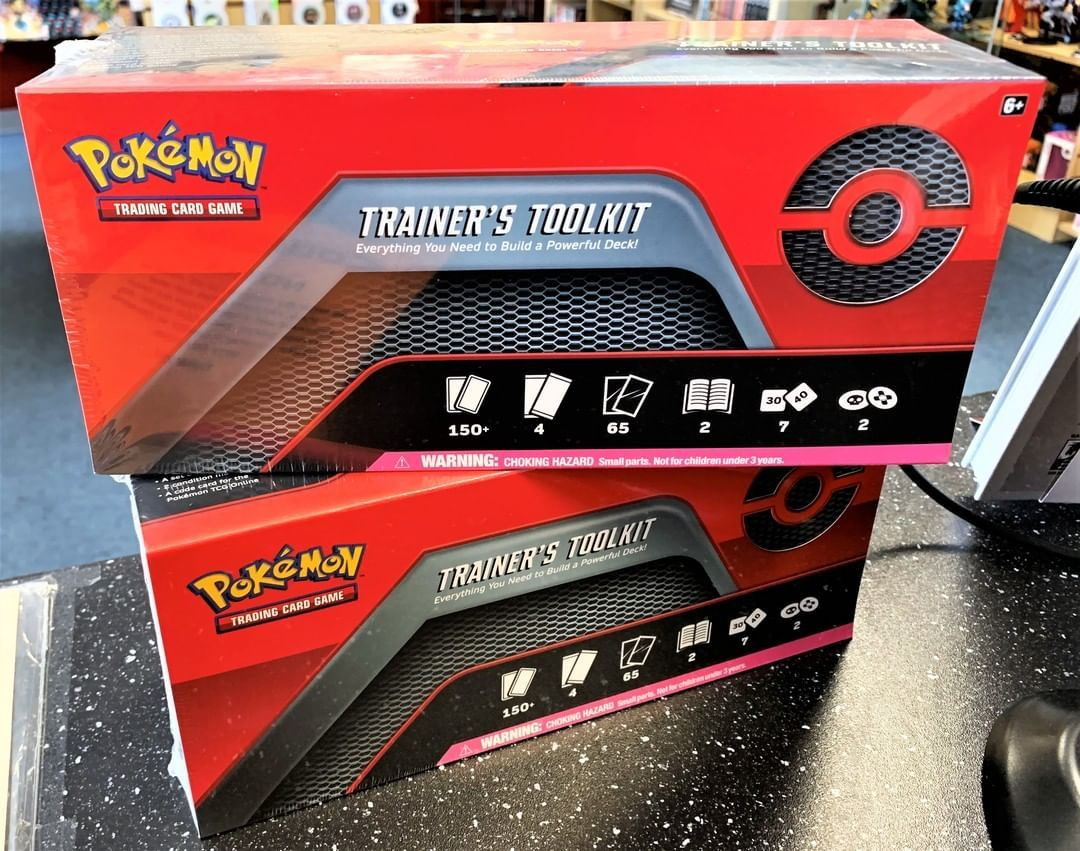 2 Likes 0 Comments Coliseum Of Comics Clermont Coliseumofcomicsclermont On Instagram Inside This Box You Ll Find In 2020 Pokemon Cards Deck Builders Pokemon