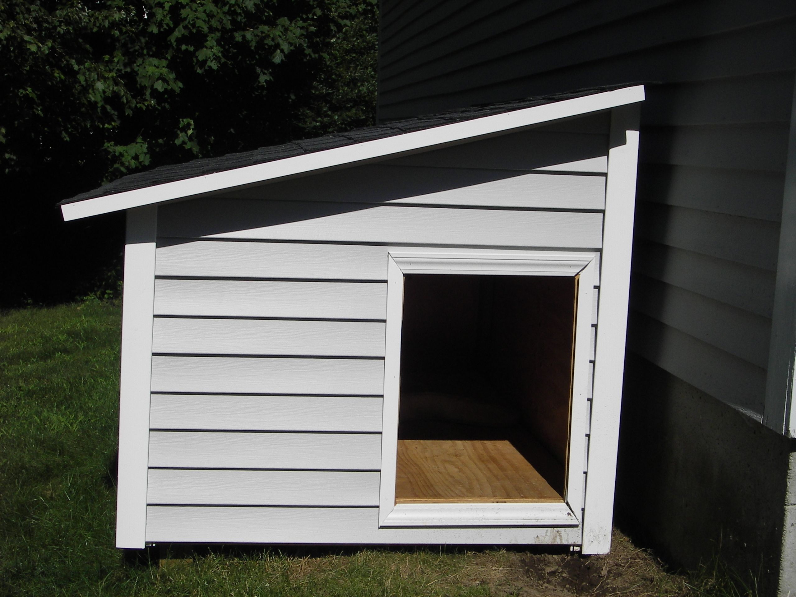 This lean to style dog house will make a great outdoor Lean to dog house plans