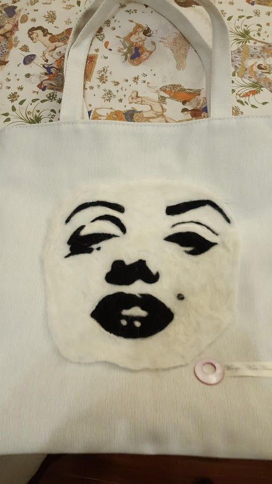 Bolso Marilyn- Kun-Amo bordado.