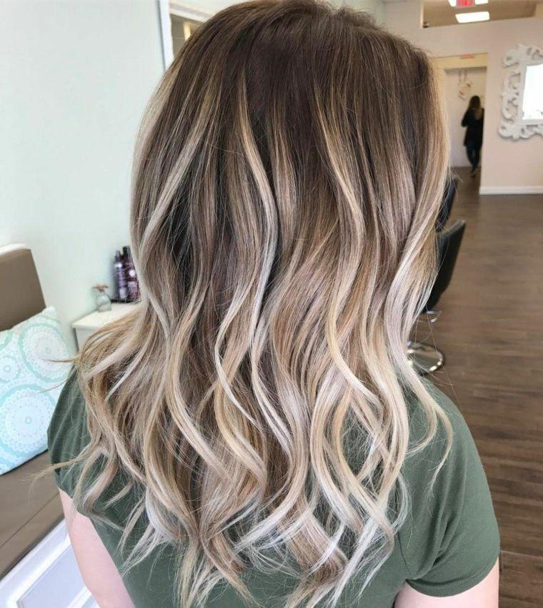 Immagine di una ragazza di spalle con i capelli lunghi e - Colorazione immagine di una ragazza ...
