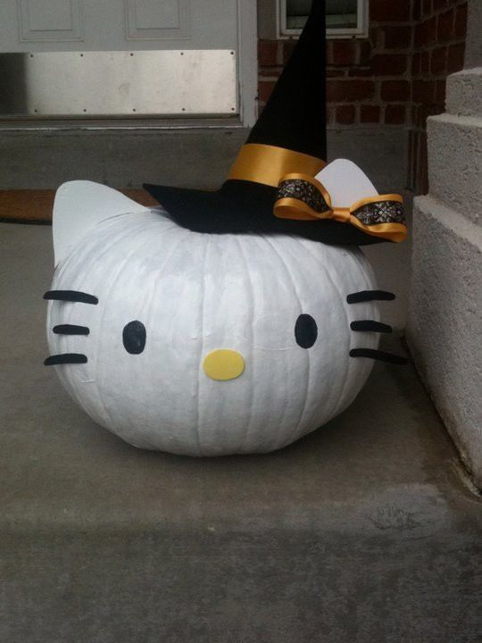 Hello Kitty does Halloween