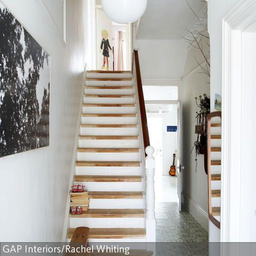 Wohnideen Treppenaufgang holztreppe im modernisierten flur mit stuck treppe flure und
