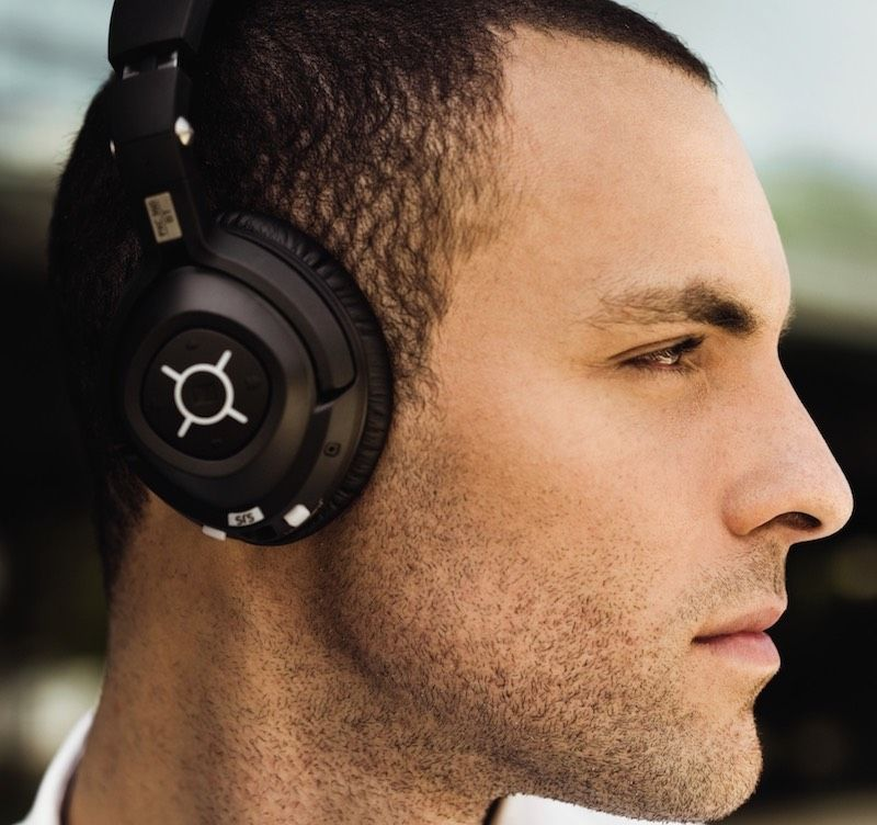 The 5s in the name say it all. The MM 550-X TRAVEL is Sennheiser's top-of-the-range wireless headset.