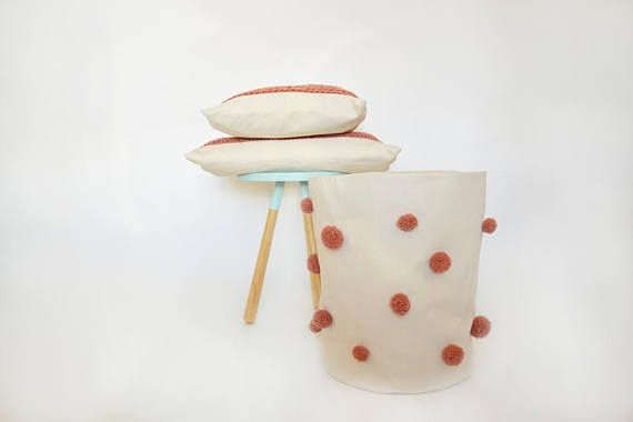 Aufbewahrungskorb Kinderzimmer ~ Weißer aufbewahrungskorb mit pompoms auch als wäschekorb super