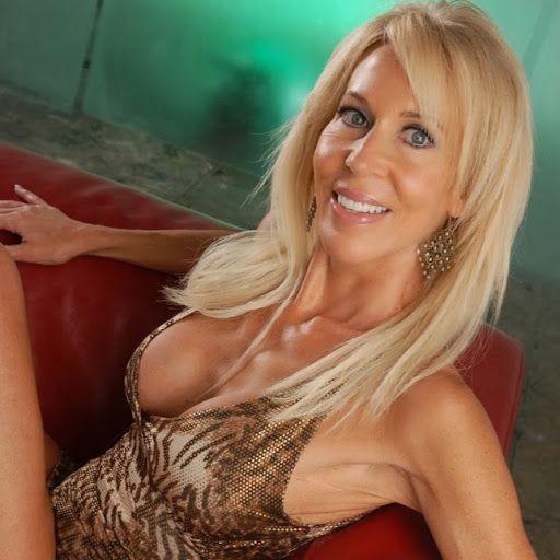Blonde Milf Erica Lauren http://www.bestpornsitereviews.net/erica-