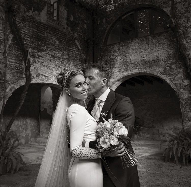 Que se detenga el tiempo. Para siempre.❤️  Nuestros #lovers E+J, no pueden ser más re-bonitos...estoy loca de amor con sus fotos.  #contamoshistoriasdeamor  +info: hola@lovebodasyeventos.com  LOVE  #love #amor #inlove #wedding #weddingplanner #bodas #bodasbonitas #weddingphotography #weddingdress #weddingmakeup #happy #feliz #Cádiz #Jerez #decor #handmade #inspiration #fashion #fashionblogger #fashionista #blog #blogger #makeup #chocolate #candybar #travel #travelling