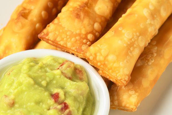 Tequeños peruanos con salsa de guacamole | Xmas and New Year Recipes ...
