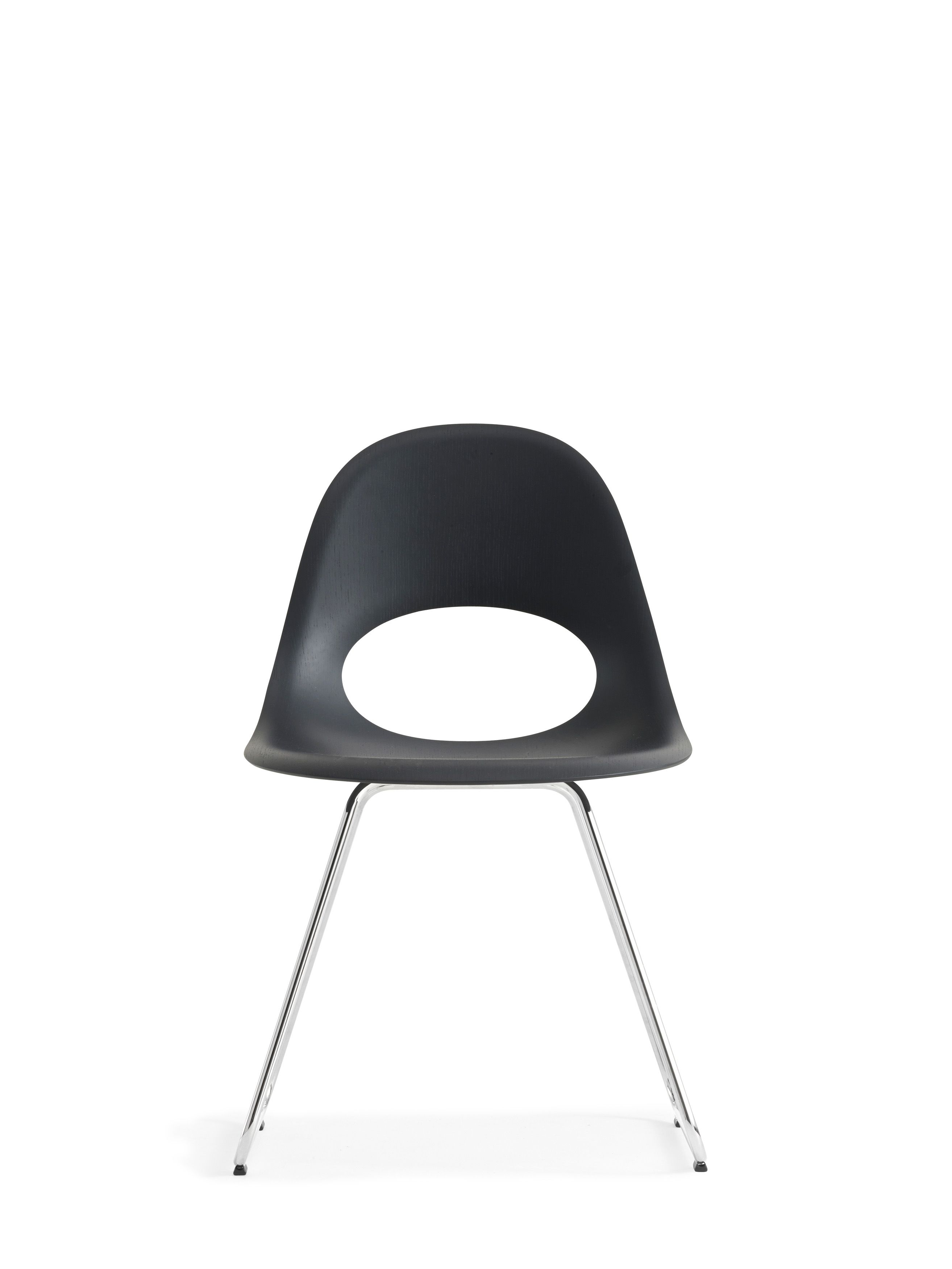 This beautiful SayO MiniLux Chair full painted black with metal legs seen from the front. Find out more at www.sayo.dk.