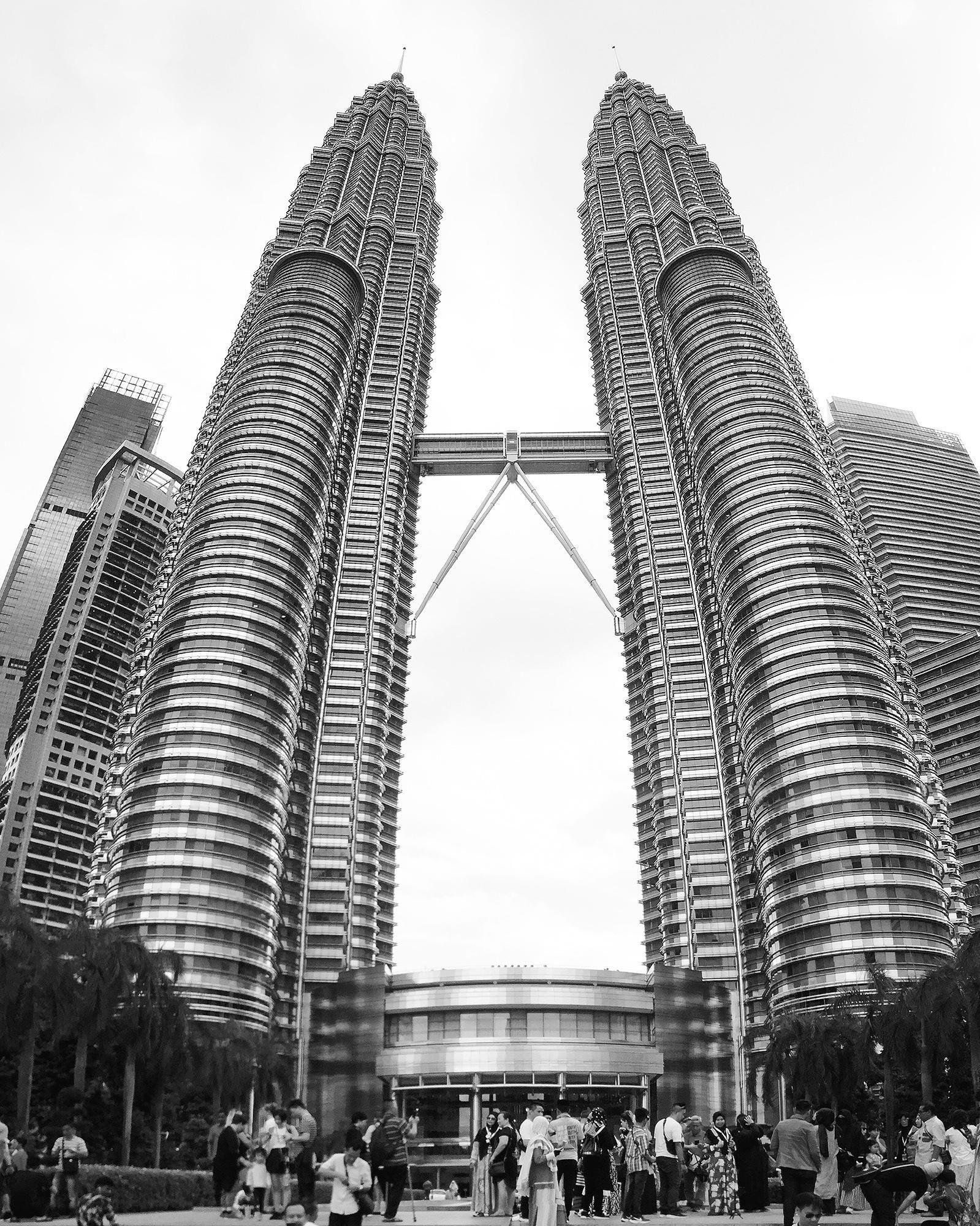 Petronas towers kuala lumpur 1599x2000 oc petronas