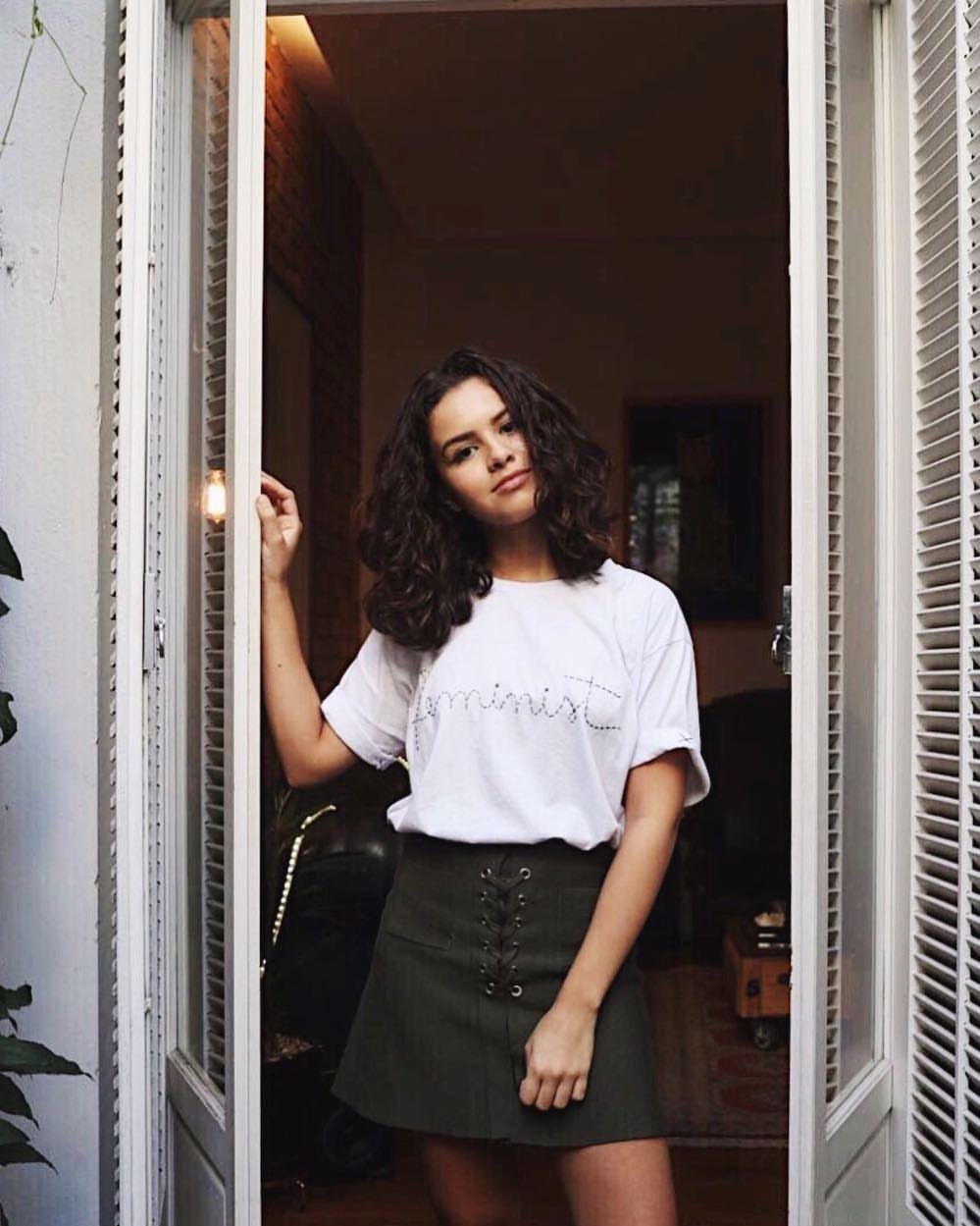 Look Basico E Minimalista Com Saia Em Verde Militar E Camiseta