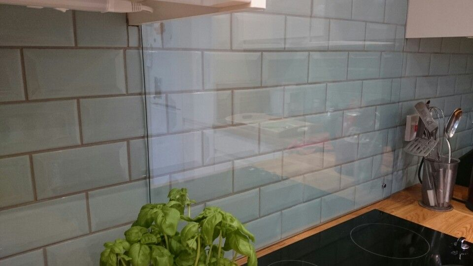 Cream Kitchen With Green Metro Tiles And Grey Grout Glass Cooker Splashback Glass Cooker Splashback Glass Tiles Kitchen Light Blue Tile