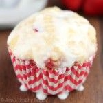 Strawberries & Cream Lemon Cupcakes -- an easy recipe that's light, sweet & secretly skinny!
