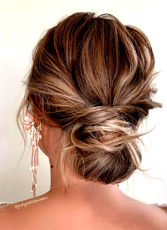 44 Romantic Messy Updo Hairstyles For Medium Length To Long Hair Messy Updo Hairstyle For El In 2020 Ball Hairstyles Formal Hairstyles For Long Hair Messy Hairstyles