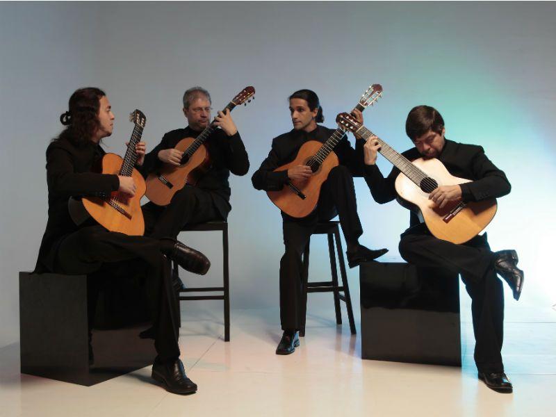 Um dos mais destacados quartetos de violões da atualidade, o grupo Quaternaglia sobe ao palco do CCSP para interpretar músicas de grandes compositores brasileiros em cinco apresentações.