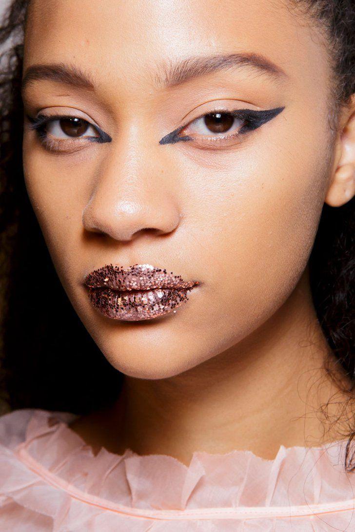 Fendi S/S 2017 Catwalk makeup, Makeup trends, Runway makeup