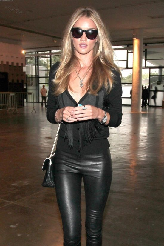 b42063da5aa black outfit How to Style Faux Leather Leggings